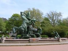 Der Stuhlmannbrunnen auf dem Platz der Republik in Altona.